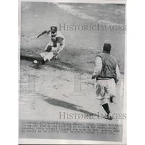 1956 Press Photo Philadelphia Roberts safe at 2nd vs Reds Johnny Temple