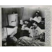 1952 Press Photo Minneapolis MN Nurse G Peter & blood donors Mrs Noth