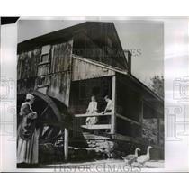 1957 Press Photo Wight's Grist Mill, Old Sturbridge Village, Massachusetts