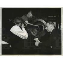 1938 Press Photo The gun doctor checks the inside of Calibre Naval gun