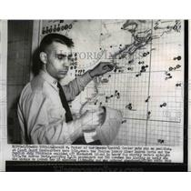1956 Press Photo NYC Lt Harold Parker Rescue Control Center of Coast Guard