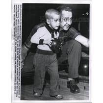 1955 Press Photo Detroit Mich Tiger pitcher Steve Gromek & son Brian - nee13238