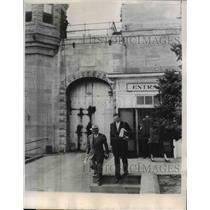 1930 Press Photo Iowa State Penitentiary Releases Dr Robert Rutledge Jr
