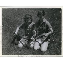 1924 Press Photo Camp Fire Girls Jean Ashel & Ruth White & snakes - nee13578