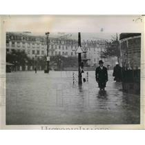 1945 Press Photo Pants Legs Rolled Up As man Makes His Way Through Flood