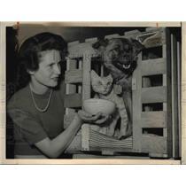 1949 Press Photo Mary Perroset with Kitten Popoki and Puppy Pake - nee11803