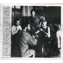 1950 Press Photo Korean prison barracks Lt Roth, Lt Pepper, Lt Sirman,