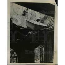 1940 Press Photo A damaged bathtub at the wrecked building after the bombing