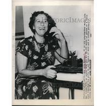 1948 Press Photo St Louis Mo Mrs Anna Weingart age 50 grandma wins radio prize