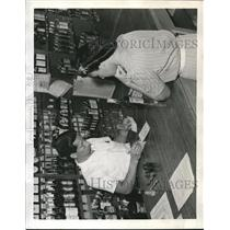 1942 Press Photo Ramona Petrie and TC Yuen feeling the strain of War.