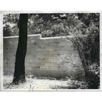 1934 Press Photo Stone wall surrounding Beverly Hills estate of William Gettle