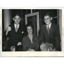 1941 Press Photo John Taylor, Wife & Son Jock, Family German War Prisoner Alistair