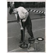 1938 Press Photo Testing Philadelphia Safety Markers FJ Farrell - nee09465