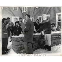 1960 Press Photo Visitors at New England Old Sturbridge Village, Massachusetts