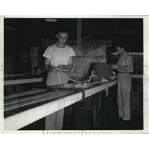1942 Press Photo Harry Eppinghoff, Paul Clements at the Reliance Factory