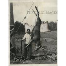 1931 Press Photo Mrs Esther Robertson Esparto Calif & deer she shot