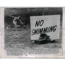 1955 Press Photo Jim Bob Ward Tries Swimming in Kansas City MO - nee21855