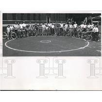 1960 Press Photo Circle of bike brigade rides at Moose lodge in Cleveland