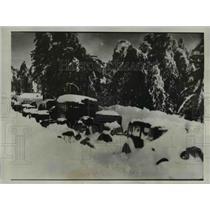 1933 Press Photo Snowbound Cars at Lake Arrowhead in Southern California