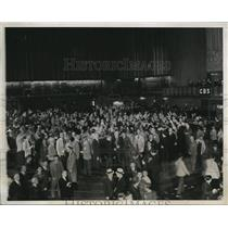 1934 Press Photo The first radio broadcast in the World's Grain Trading center