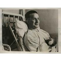 1940 Press Photo French Hero Corp LaARoix Recovering From Wounds - nee15998