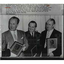 1942 Press Photo Frank Conniff Awarded Pulitzer Prize  - nee22131