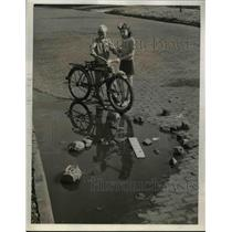 1941 Press Photo Carl Garcia and Audrey Auerbach with their bike at the sewer