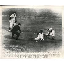 1949 Press Photo St Louis Mo Enos Slaughter of Cards safe at 2nd vs H Thompson