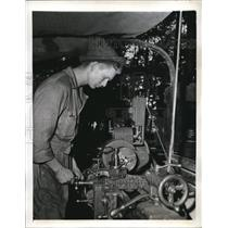 1941 Press Photo Clarence Renfor Jr Operates A Kathe Mounted on a 2 ton Truck