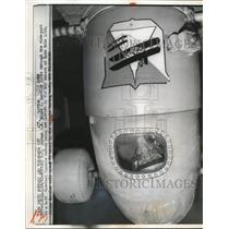 1960 Press Photo Airman Bruce C Barwise Looks Through Viewport - nee28090