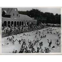 1959 Press Photo Swimmers at Cumberland Pool - nee29396