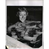 1957 Press Photo Audrey Hansen surrounded by chunks of ice during swim
