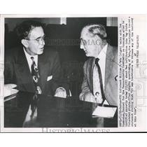 1958 Press Photo FBI informant William H. Teto talks with Tom Bresnahan, Boston