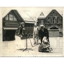 1923 Press Photo NY Park commissioner Francis Gallatin & sheep shearing