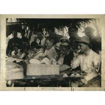 1920 Press Photo Gen. John J Pershing and Gen. Brewster enjoy Luncheon in Panama