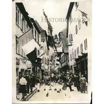 1931 Press Photo Young men parade on streets of Ribeauville before signing up