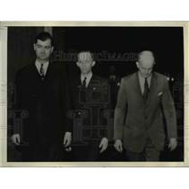 1944 Press Photo U.S. Marshall Leads Walter J. Abt, Carl J.W. Leonhardt, Court