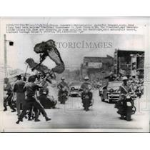 1960 Press Photo Dragon Dancers Greet President Eisenhower Motorcade, China