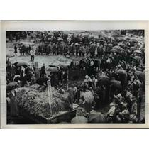 1945 Press Photo The Japanese at the vegetable sale at an open air market