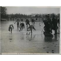 1934 Press Photo 880 yard speed skate Jim Webster, Paul & Ed Schroeder