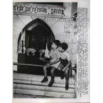 1958 Press Photo of two young boys outside the tomb of Christopher Columbus.
