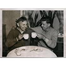 1937 Press Photo Marshall Eldridge & Clayton Bishop Albany to NYC boat race