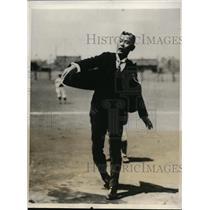 1931 Photo Baron Wakasuki heaves 1st ball season Tokyo college league