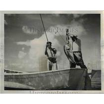 1939 Press Photo The two men haul the 40 pound channel bass - nee26061