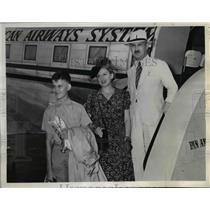 1943 Press Photo Edouard Bourquin, Board Pan American Clipper in Miami Secretary