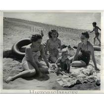 1954 Press Photo Donna Kenchgassner, Mrs Fremont Dewitt, Mrs Robert Johnston