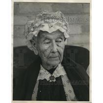 1928 Press Photo Mrs Samantha R Button - nee28769