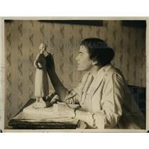 1918 Press Photo Lucille Swain Bluur Working on Portrait Temple Duncan