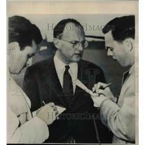 1950 Press Photo Owen Latimore accused by Senator Joseph McCarthy - nee40322