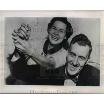 1954 Press Photo Maine Governor Edmund S. Muskie & Wife Jane Smiling